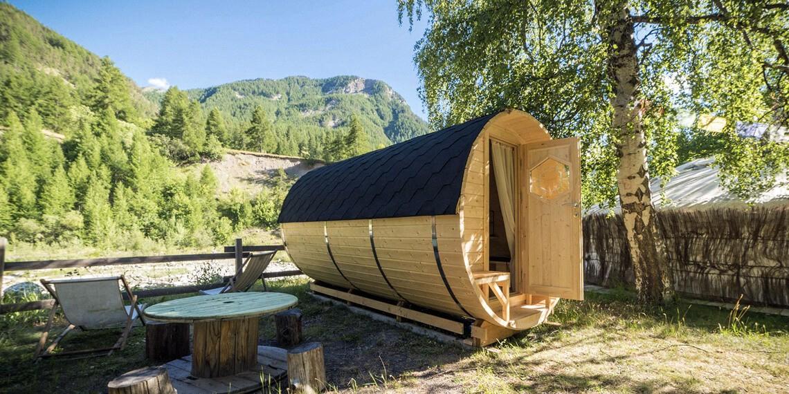 Dormir dans un Tonneau dans la Vallée de l'Ubaye dans les Alpes