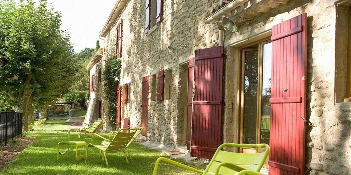 Façade Mas Provençal Lubéron séjour bien-être