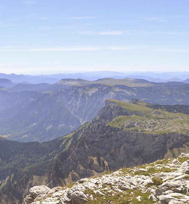Panorama déconnecté des montagne