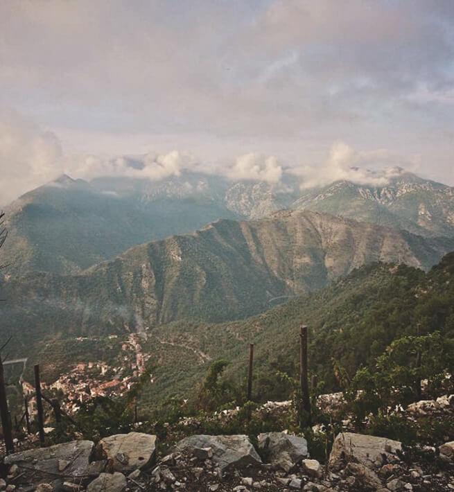 Paysage de montagnes déconnectées