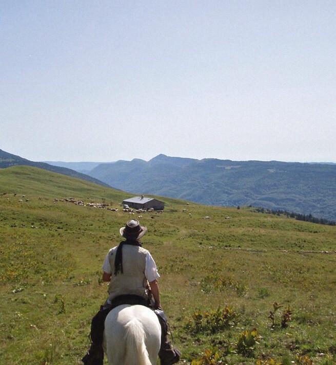 À cheval entre lacs et cascades de montagne - 1