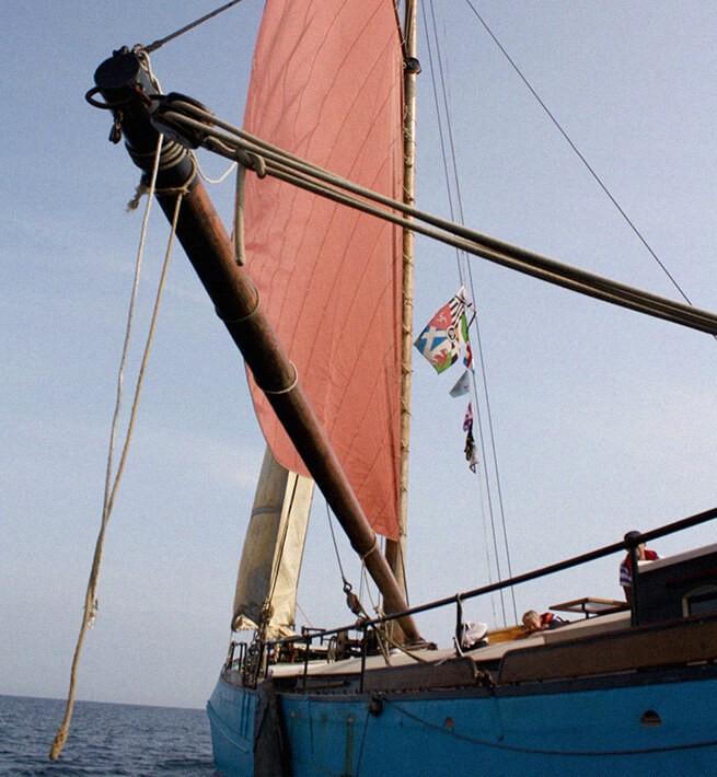 Au fil de l'eau sur un navire chargé d'histoire - 1