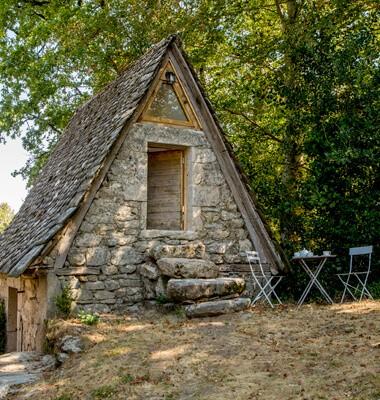Gite atypique dans le Cantal. Dormir dans un ancien séchoir à Châtaignes, labellisé Out Of Reach