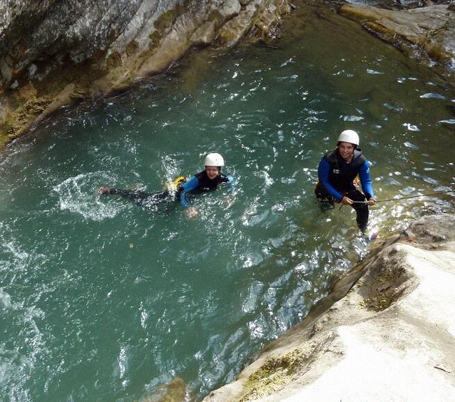 Glissades et sauts dans un canyon haut-alpin - 1