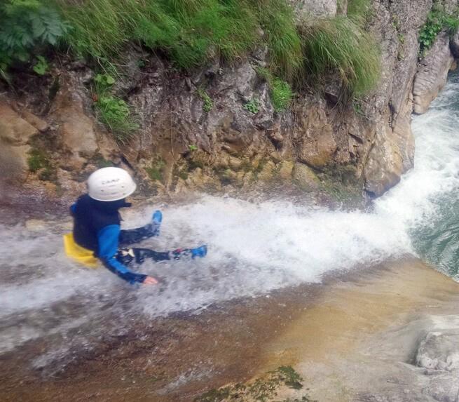 Glissades et sauts dans un canyon haut-alpin - 2