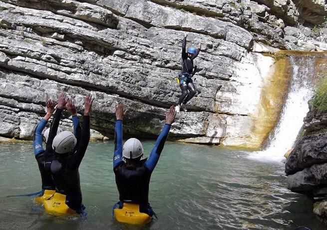 Glissades et sauts dans un canyon haut-alpin - 3