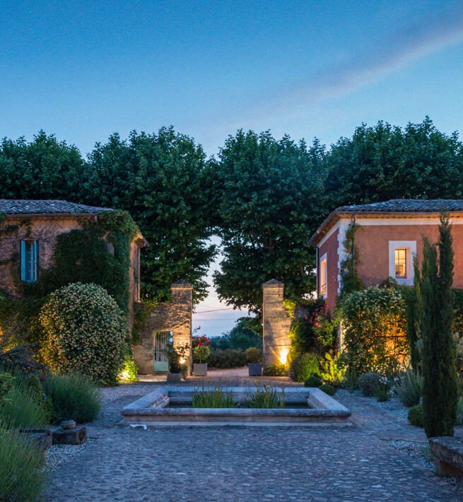 Pierres taillées & jardins enchantés pour un Mas raffiné - 1